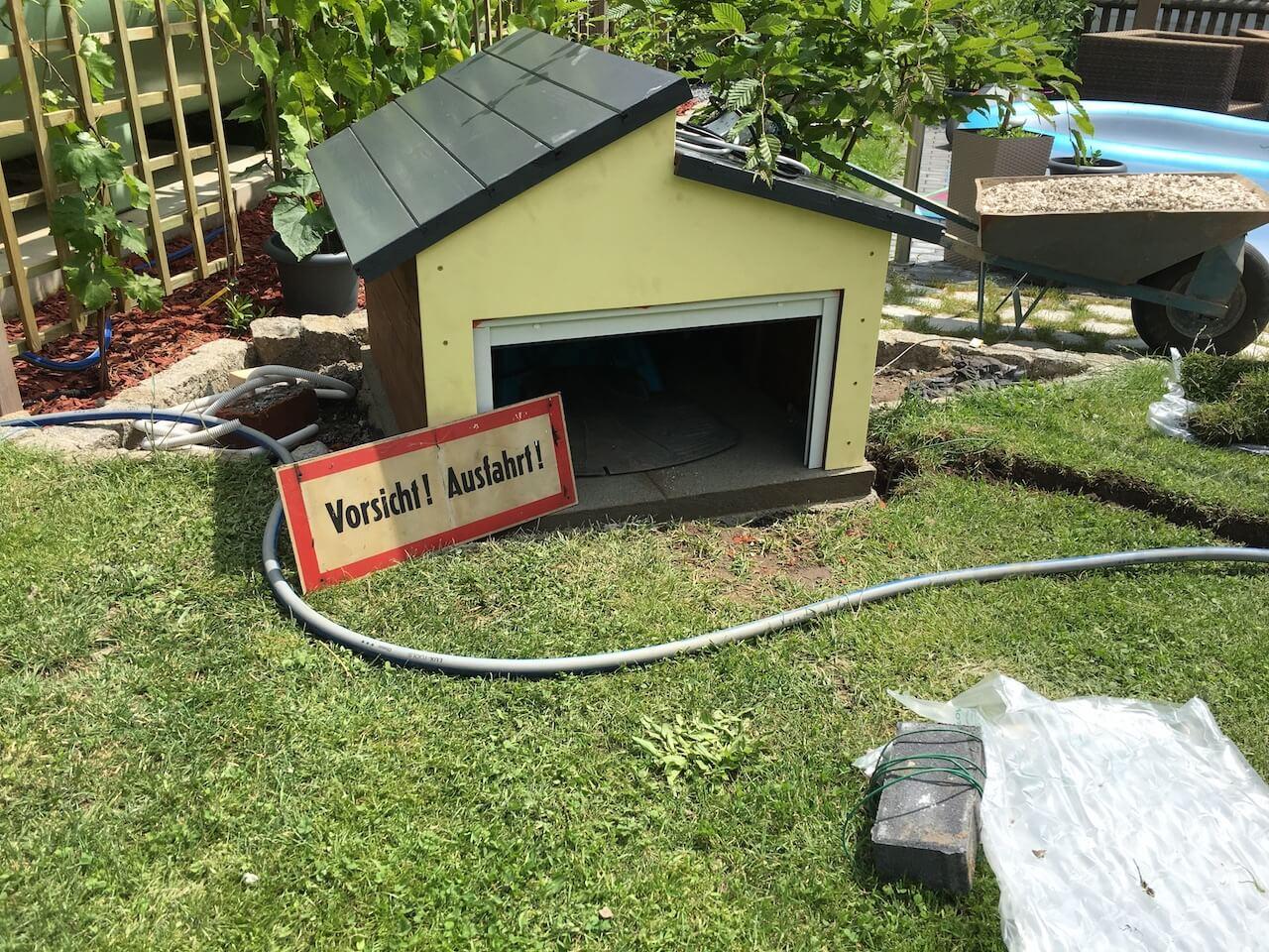 Rasenmähroboter Garage Mit Rolltor Selbst Gebaut So Gehts