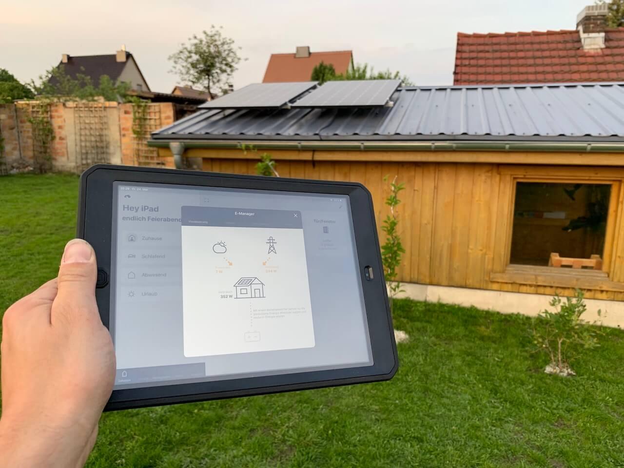 Aufs Dach gestiegen - die Mini PV Anlage ist montiert | SmartHome Blog
